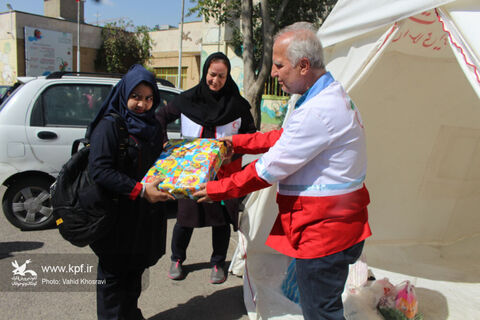 اهدای اسباب بازی به کودکان محروم در هفته ملی کودک - کانون تبریز