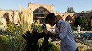 عکاسی نوجوانان کرجی از بنای تاریخی شهر