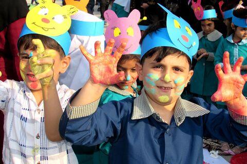 حضور 2000 نفری کودکان و خانواده های مریوانی در جشنواره نقاشی هفته ملی کودک