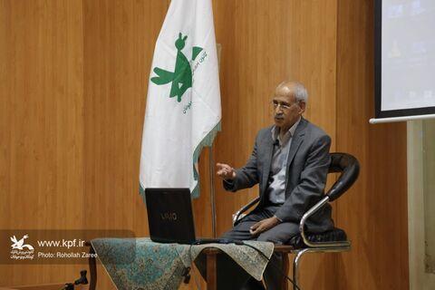 نشست تخصصی مقالهنویسی در حوزهی قصهگویی در یزد، برگزار شد