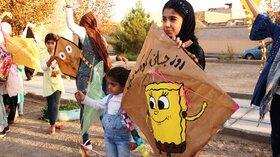 پرواز بادبادکها در آخرین روز هفتهی ملی کودک در سیستان و بلوچستان