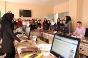کودکان و نوجوانان سنندجی از دفتر خبرگزاری ایرنا در سنندج بازدید کردند