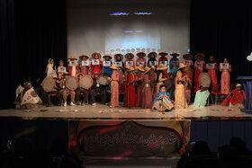 قصه گویان برگزیده جشنواره قصه گویی در کرمانشاه تجلیل شدند(۱)