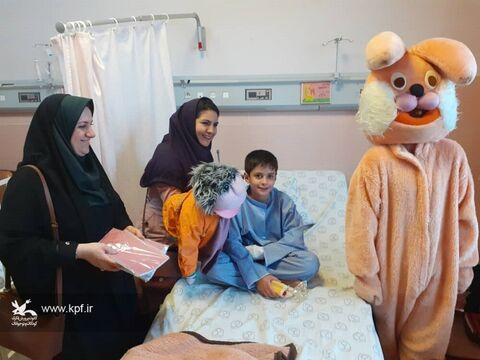عیادت پیک امید از کودکان بیمار در بیمارستان های اصفهان