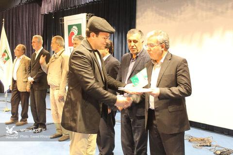 کتاب «روی سیمتار» نوشته حسین قربانزاده مربی ادبی کانون آذربایجان شرقی به عنوان کتاب سال استان برگزیده شد.