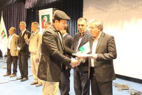 «روی سیم تار» نوشته حسین قربان زاده، برگزیده کتاب سال استان آذربایجان شرقی شد