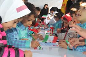 ایستگاه نقاشی کانون پرورش فکری کودکان و نوجوانان در مسیر راهپیمایی ۱۳ آبان ارومیه