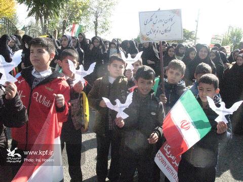 شرکت کارکنان و اعضای کانون استان اردبیل در راهپیمایی ۱۳ آبان