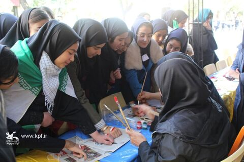 غرفههای فرهنگی هنری کانون در مسیر راهپیمایی روز 13 آبان شهرهای استان آذربایجان شرقی