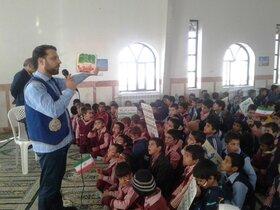 بچه های محمد آباد روز دانش آموز را با حضور کتابخانه سیار روستایی قاین جشن گرفتند