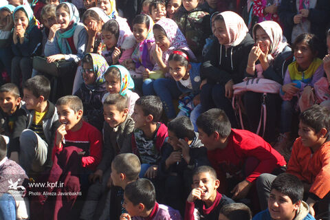 استقبال مردم شهرستانهای استان همدان از تماشاخانه سیار کانون