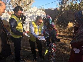 اهدای کتاب به کودکان مناطق زلزلهزده میانه و سراب