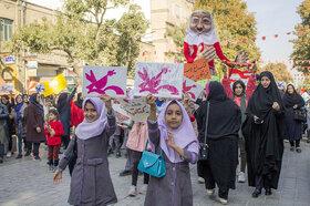 «آجی» عیدی کانون پرورش فکری کودکان و نوجوانان به کودکان همدانی