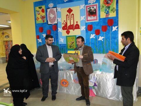 کتاب های حسی لمسی ویژه نابینایان توسط  مسئولان و مربیان  فرهنگی کانون پرورش فکری اصفهان ساخته می شود