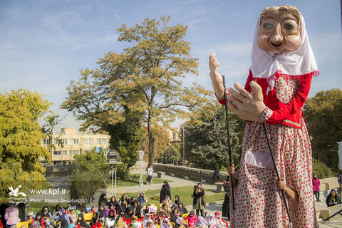مراسم هفته کتاب و رونمایی عروسک غول پیگر «آجی»