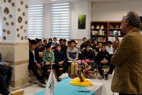 نشست ادبی دوپنجره با حضور فرهاد حسنزاده در قم