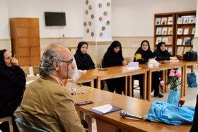نشست ادبی «طنز در ادبیات کودک و نوجوان» با حضور فرهاد حسنزاده در قم