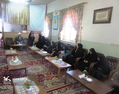 دیدار جمعی از کودکان و نوجوانان عضو کانون فردوس با امام جمعه شهرستان