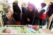 عیادت از کودکان بستری در بیمارستان و اهدای کتاب
