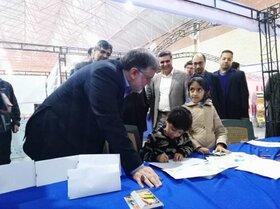 بازدید استاندار، مسئولان  و علاقه مندان از غرفه های کانون در نمایشگاه کتاب خراسان جنوبی