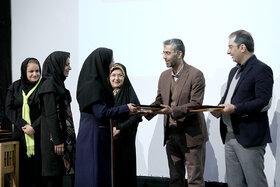 مربی ادبی کانون استان همدان رتبه برتر بخش مقالهنویسی جشنواره بینالمللی قصهگویی  را کسب کرد