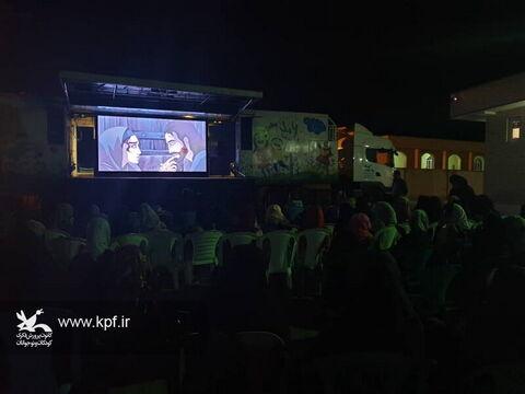 حضور تماشاخانه سیار کانون در روستای درازی خورموج(بوشهر)