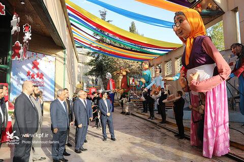 شادپیمایی عروسکی و اجرای نمایش خیابانی پیرمرد و ترب
