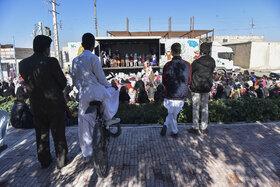 نخستین روز حضور تماشاخانهی سیار کانون در سیستان و بلوچستان(گزارش تصویری)