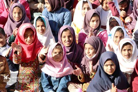 تماشاخانهی سیار کانون در روستای حاجیآباد زاهدان