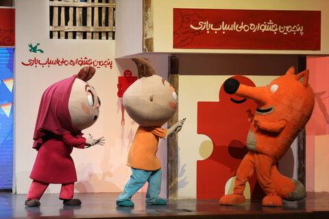 اجرای نمایش موسیقایی در جشنواره اسباببازی برای کودکان
