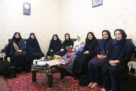 یک دیدار صمیمانه با مادربزرگ قصهگوی برگزیده استان