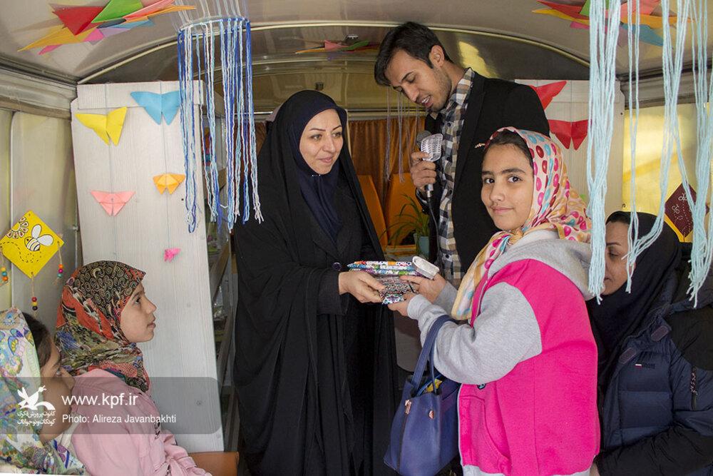 صدای رادیو کتاب کانون در نمایشگاه بینالمللی  همدان شنیده میشود