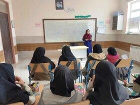 برگزاری کارگاههای سوزن دوزی و خامه دوزی در مرکز فرهنگیهنری نیمروز