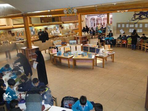 نمایشگاه هشت بهشت  با گلچینی از آثار فرهنگی، هنری و ادبی مراکز کانون پرورش فکری اصفهان برپا شده است
