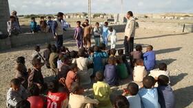 کودکان روستاهای غلاممحمد بازار و عورکی میزبان پیک امید بودند