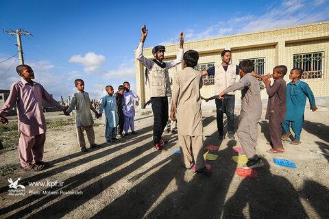 حضور گروههای فرهنگی کانون در مناطق سیلزده سیستان و بلوچستان ۲