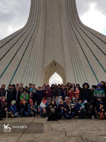 بازدید اعضا مرکز 23 و 14 کانون استان تهران از برج آزادی