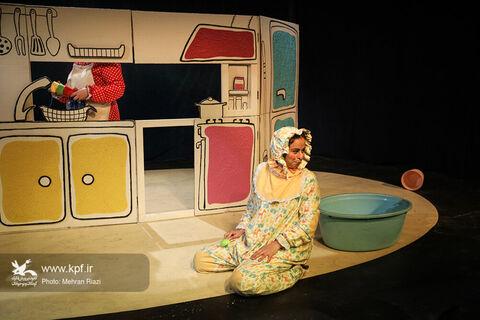نمایش «دینگ دینگ دنگ» تا پایان بهمن تمدید شد