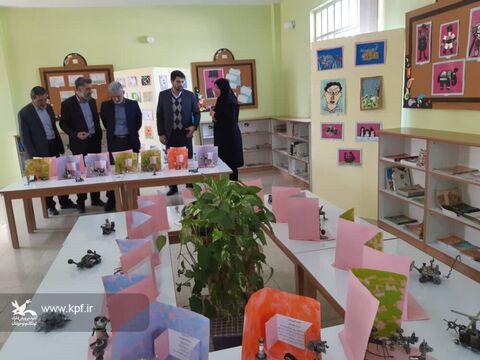 به مناسبت ایام الله دهه فجر نمایشگاه دوباره نگاه کن کانون پرورش فکری کوشک برپا شده است