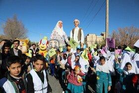 شادپیمایی  کودکان یزدی با عروسکهای هجدهمین جشنواره هنرهای نمایشی، برگزار شد