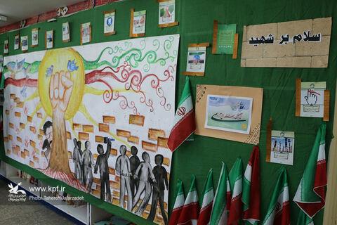 گشایش نمایشگاه دههی فجر در کانون مهدیشهر
