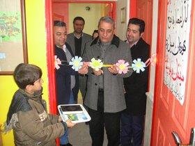 افتتاح نمایشگاه فروش آثارکودکان نوجوانان کانون چاراویماق به نفع کودکان سیلزده
