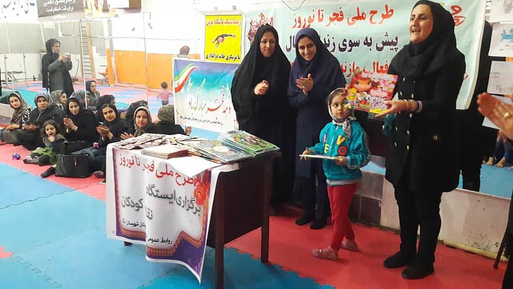 ایستگاه نقاشی فجر در نکا برگزار شد