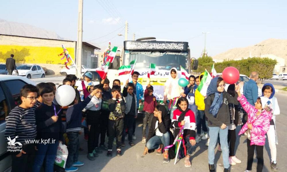 کاروان شادی کانون پرورش فکری در خیابانهای شهر بستک