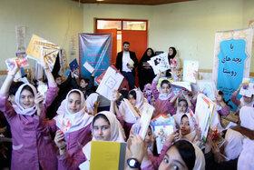 مربیان کانون گیلان «با بچههای روستا» به کودکان لبخندزدند