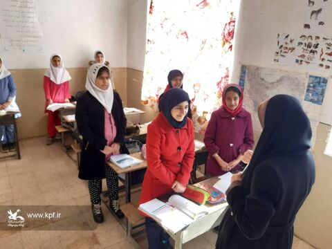 تجهیز کتابخانههای مدارس روستایی و اهداء بسته های فرهنگی در مدارس مناطق زلزلهزده شهرستان سراب