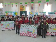 """یاد و خاطرات انقلاب اسلامی"""" بربال کاغذ سپید""""  توسط کودکان شاهین شهری در قاب نقاشی به تصویر کشیده شد"""