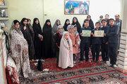 کودکان و نوجوانان مرکز کبودرآهنگ به دستبوسی مادر  شهید جلالی رفتند