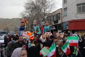 شادپیمایی عروسکهای غولپیکر در کرج