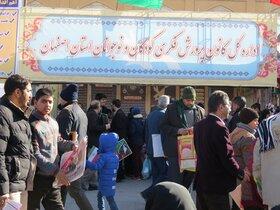 استقبال بی نظیر کودکان و نوجوانان از برنامه های غرفه انقلاب کانون پرورش فکری اصفهان در مراسم راهپیمایی 22 بهمن